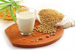 Sữa đậu nành là một lựa chọn tuyệt vời cho bệnh nhân thoái hóa đốt sống cổ